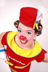 Clown Totoche is sometimes considers as the twin's partner of Drouille the clown! Their duet show is filled with magic and surprise, definitely a success for your corporate party, your day care, your school and your festival.